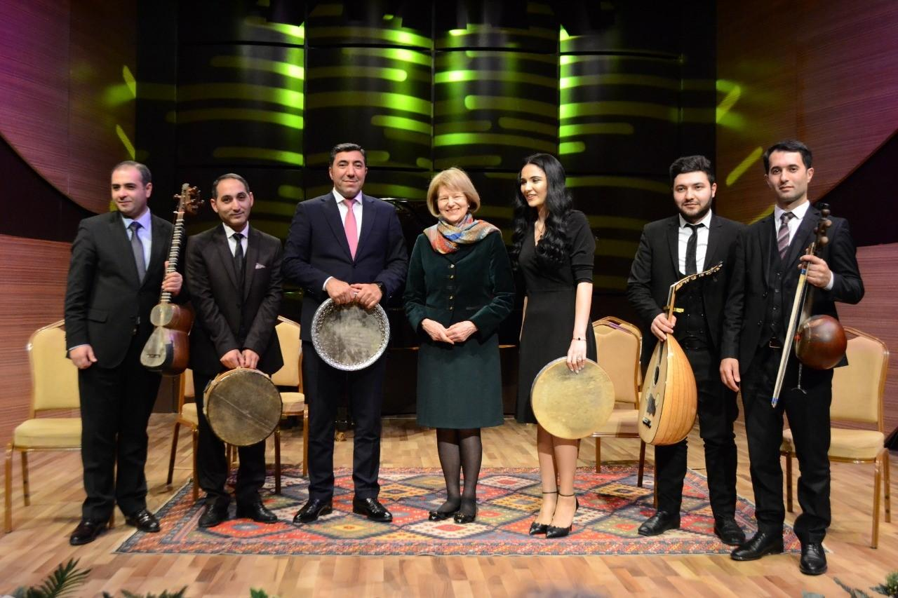 Азербайджанский мугам восхитил баронессу Эмму Николсон
