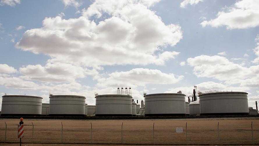 Нефтяной рынок ожидает охота за сделками
