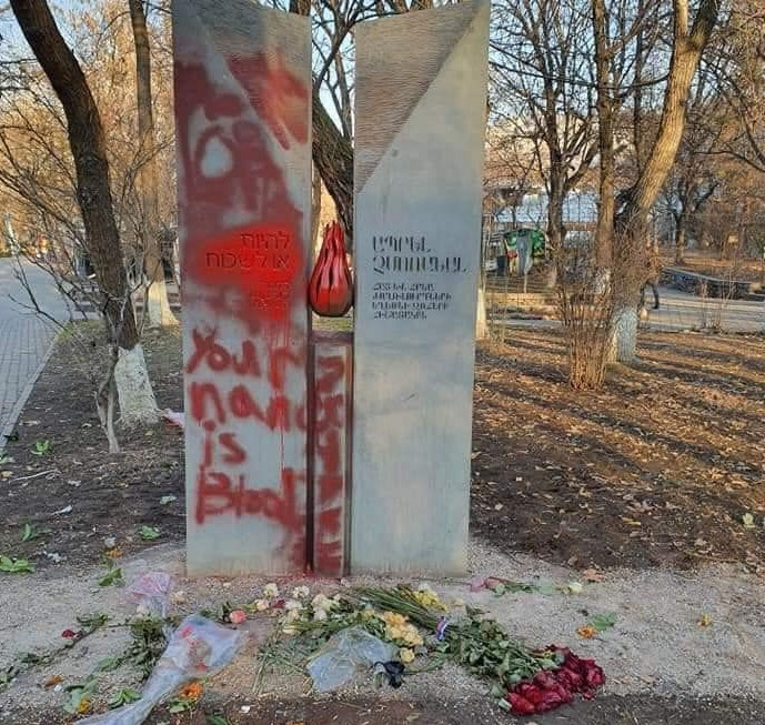 Вандалы в Ереване осквернили памятник жертвам Холокоста