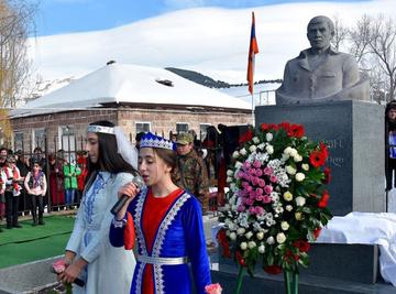В Грузии установили бюст уроженцу Ахалкалакского района Михаилу Авагяну по кличке Кобра