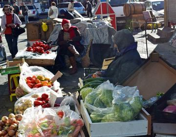 В Батуми снесли палатки уличных торговцев