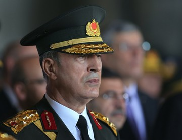 Глава Минобороны Турции проводит инспекцию на сирийской границе