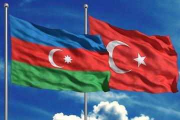 Главы минобороны Азербайджана и Турции обсудили сотрудничество