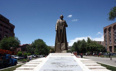 Памятник Гарегину Нжде - демарш Армении против России