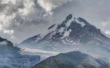 При покорении Казбека разбилась чешская альпинистка