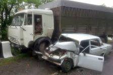 У Брута КамАЗ сбил легковушку, четверо погибли