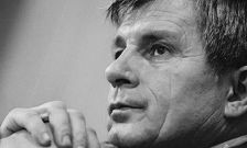 В Грозном открыли мемориальную плиту в честь Дукувахи Абдурахманова
