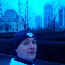 Известный бегун в знак поддержки Кадырова пробежал маршрут в форме сердца длинною 70 километров