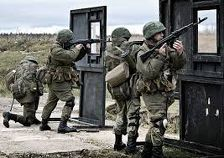 Офицеры-мотострелки проходят огневую подготовку в Чечне