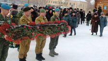 Штандарт Международной Вахты памяти Нас миллионы панфиловцев передан Казахстану
