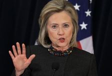 Победа Клинтон на выборах грозит непредсказуемыми последствиями - автор ее биографии