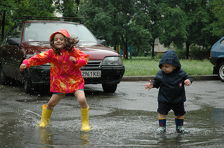 В Кабардино-Балкарии детям раздали светоотражающие дождевики