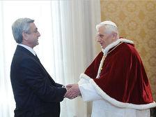 Папа Римский и Серж Саргсян подарили друг другу подарки