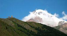 В горах Грузии разбился альпинист из Украины